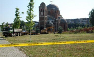 Familjarët e të pagjeturve kundërshtojnë ndërprerjen e gërmimeve