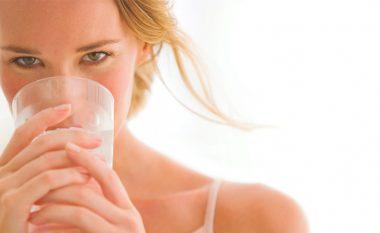 Këto janë pijet që ju dobësojnë më shumë sesa uji me limon