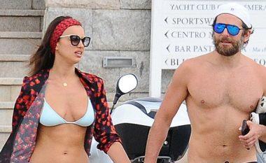 Irina dhe Bradley, imazhe hot nga pushimet në Sardegna (Foto)