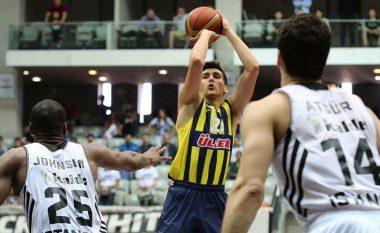Zyrtare: Basketbollisti shqiptar largohet prej Fenerbahçes