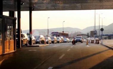 Mbi 300 mijë kosovarë kanë hyrë në Shqipëri për 18 ditë