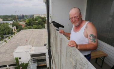Personi që u ballafaqua me vrasësin: Pija birrë dhe bam, bam, bam... (Video)