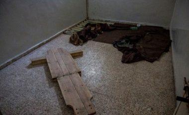 """""""Qilimi fluturues"""", kjo është metoda e re e torturës brutale në burgjet e ISIS-it (Video)"""