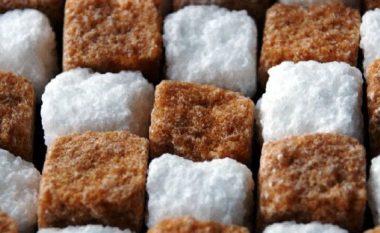 Harroni pijet dietale! Sheqeri artificial ndoshta nuk ju shëndoshë, por i shkakton diçka edhe më keq linjës së trupit tuaj