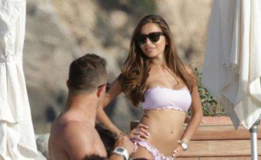Shaqiri shijon plazhet e Ibizas (Foto)