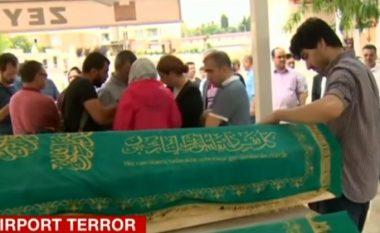 Flet prindi i tetëvjeçares, që u vra gjatë sulmeve në Turqi
