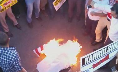 Në protestën anti-amerikane në Turqi, digjet flamuri i SHBA-ve (Video)