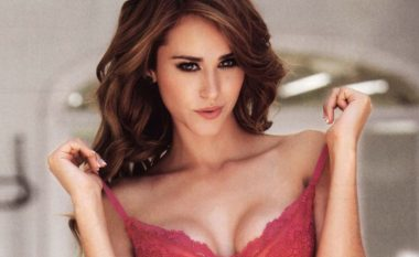 Prezantuesja më 'e nxehtë' e motit pozon me bikini, por ka një lajm të keq për fansat meshkuj (Foto/Video)