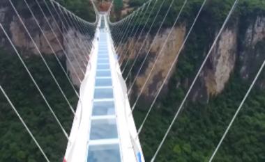 Kjo është ura më e lartë e më e gjatë në botë e punuar nga xhami (Video)