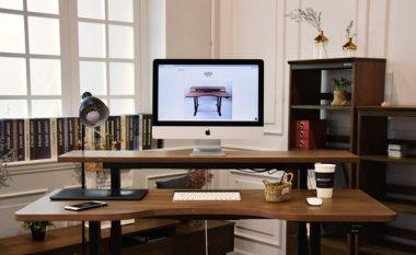 Kjo tavolinë smart ju ndihmon nëse ju duhet të qëndroni gjatë para kompjuterit