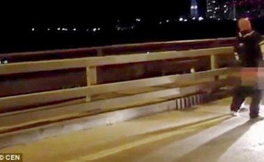 Çifti rus bën seks në mes të autostradës (Foto/Video, +18)
