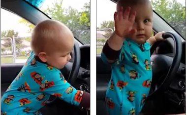 Shikoni reagimin e vogëlushit kur dëgjon këngën e tij të preferuar (Foto/Video)
