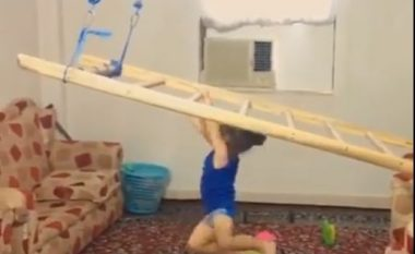Atlete e lindur: Shikoni aftësitë sportive të kësaj vogëlusheje që kanë habitur botën (Video)