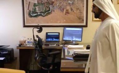 Sheiku viziton zyrat e shërbimeve publike, por shokohet kur kupton se askush nuk ka dalë në punë (Foto/Video)