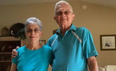 Ky çift i moshuar bashkëshortor është bërë hit në internet, mësoni arsyen interesante (Foto)