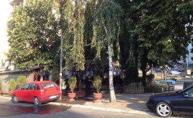 Digjet kafiteria në veri të Mitrovicës, aty ku qëndroi një ditë më parë Edita Tahiri e Agim Bahtiri