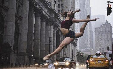 Fotografi të mahnitshme të balerinave duke u stërvitur në rrugët e New York-ut (Foto)