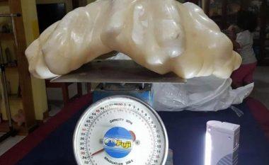 Peshkatari gjen një perlë gjigante me vlerë rreth 88 mijë euro