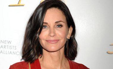 E penduar për operacionet, aktorja thotë se ushtrohet presion i madh mbi femrat për t'u dukur bukur