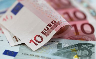 Maqedonia zhytet në borxhe për shkak të interesave të pushtetarëve
