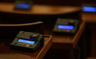 Iu adresua parlamentit të shtetit tërësisht i zhveshur (Foto)