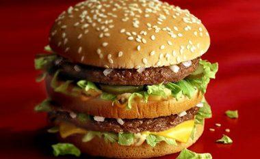 Ja çfarë ndodhë po që se i hidhet një hamburgeri acid sulfurik (Video)
