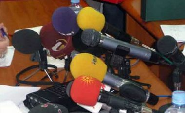 Pesë media televizive në Maqedoni kundërshtojnë metodologjinë e Komisionit ad-hoc për mbikëqyrjen e mediave