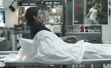 """Kur zgjohet """"trupi i vdekur"""" – shihni reagimin e njerëzve në morg! (Video)"""