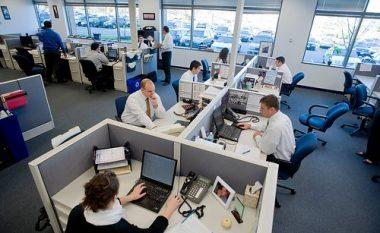 Shefi u kërkon falje punëtorëve, që pati aferë gjatë një udhëtimi biznesi (Foto)