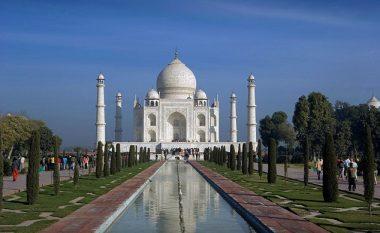 Turisteve që vizitojnë Indinë u ndalohet të veshin funde të shkurtër, arsyeja do t'ju shokojë (Foto)