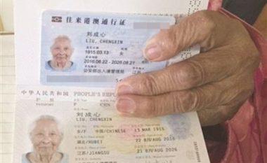 101 vjeçarja merr pasaportë për herë të parë