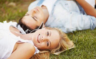 SHKENCËTARËT KANË ZBULUAR: Siç fle gjumë, ashtu ke edhe lidhjen. Ndikim i fuqishëm i partnerit në gjumë!