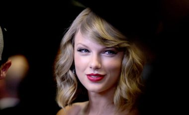 Fotografi me përmbajtje seksuale nga Taylor Swift