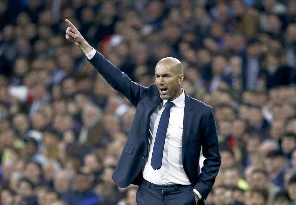Football Soccer - Real Madrid v Espanyol - Spanish Liga BBVA - Santiago Bernabeu stadium, Madrid, Spain - 31/01/16 Real Madrid's coach Zinedine Zidane reacts. REUTERS/Juan Medina