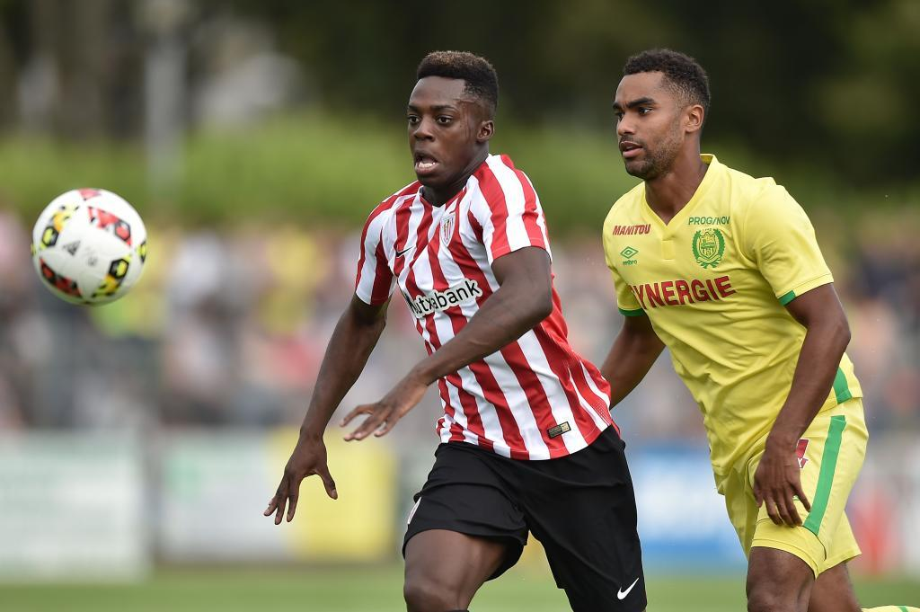 Athletic Bilbao's Spanish forward Inaki Williams (L) vies with Nantes' French defender Levy Djidji during the friendly football match between Nantes (FCN) and Athletico Bilbao on July 30, 2016 in Saint-Nazaire, western France. / AFP PHOTO / JEAN-SEBASTIEN EVRARD