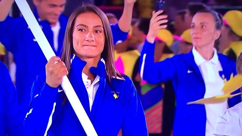 Majlinda vështirë iu përmbajt lotëve teksa mbajti flamurin në hapje të Rio 2016 (Foto/Video)