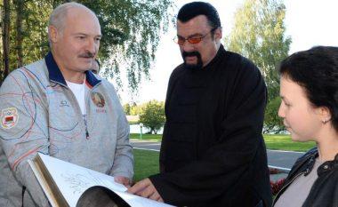 Steven Seagal viziton presidentin bjellorus, por ai e