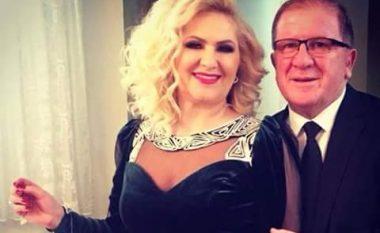 Bashkëshorti shkrihet së qeshuri teksa vallëzon para Shyrete Behlulit (Foto)