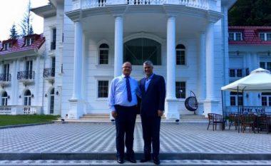 Ramiz Kelmendi i përgjigjet AAK-së dhe Nismës: Thaçi është i mirëseardhur në konak