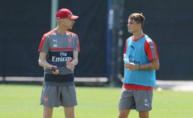 Wenger lavdëron Xhakën