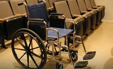 Kaloi 43 vite në karrocë për shkak të diagnozës së gabuar