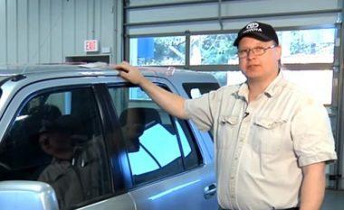 Ju ka ndodhur t'iu mbyllen dyert e veturave dhe të mbesin qelësat brenda? Këto janë dy metodat interesante për ta hapur veturën pa e thyer xhamin (Video)
