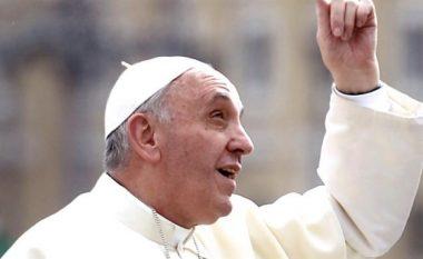 Paralajmërimi i Papës: Ndalni bombardimet, do të përballeni me perëndinë