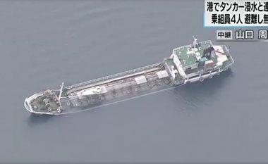 Momenti kur fundoset anija që transportonte 400 ton kimikale (Video)