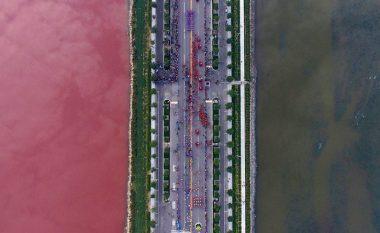 """Ky është liqeni uji i të cilit shndërrohet në """"gjak"""" (Foto/Video)"""