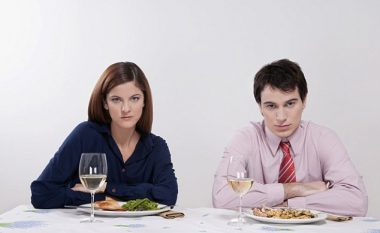 Personat që preferojnë mishin do të ndaheshin nga partneri që përpiqet t'i kthejë në vegjetarianë...