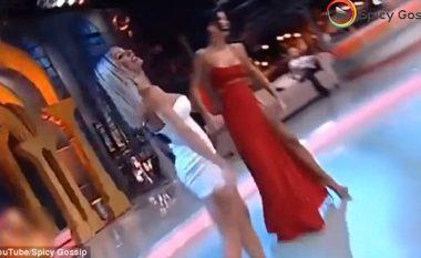 U del gjoksi duke vallëzuar në transmetim live (Foto/Video, +16)