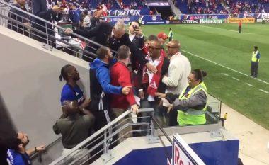 Drogba konfrontohet me tifozët e ekipit kundërshtar (Video)