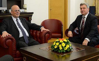 Presidenti Ivanov pret ambasadorin grek Giannakakis