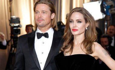 Detaje të reja të shkurorëzimit intrigues: Jolie ka kërkuar të dalë me meshkuj tjerë dhe ka shfaqur sjellje agresive